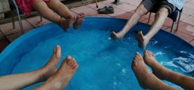 Fem aquagym al pati de la Residència Santa Maria del Tura d'Olot