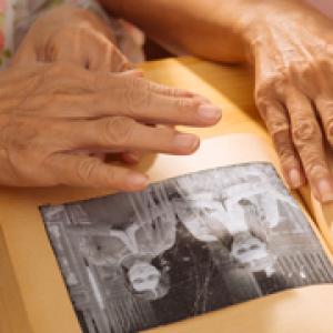 Atencions de teràpia ocupacional per a persones grans amb demència