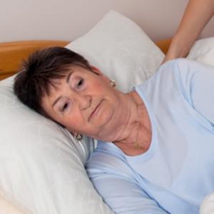 Atencions d'infermeria per a persones grans amb demència