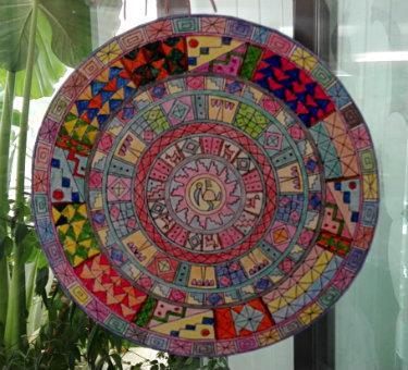 Mandala pintado por una de las residentes de la Residència geriàtrica Santa Maria del Tura, de Olot